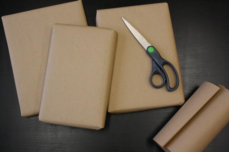 Geschenke mit Packpapier einpacken
